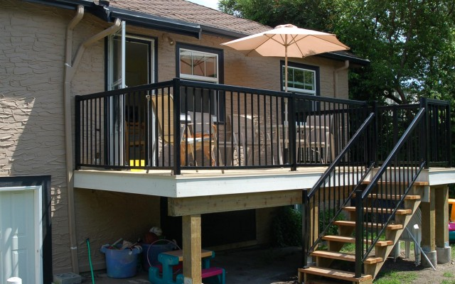 Deck with Aluminum Handrail
