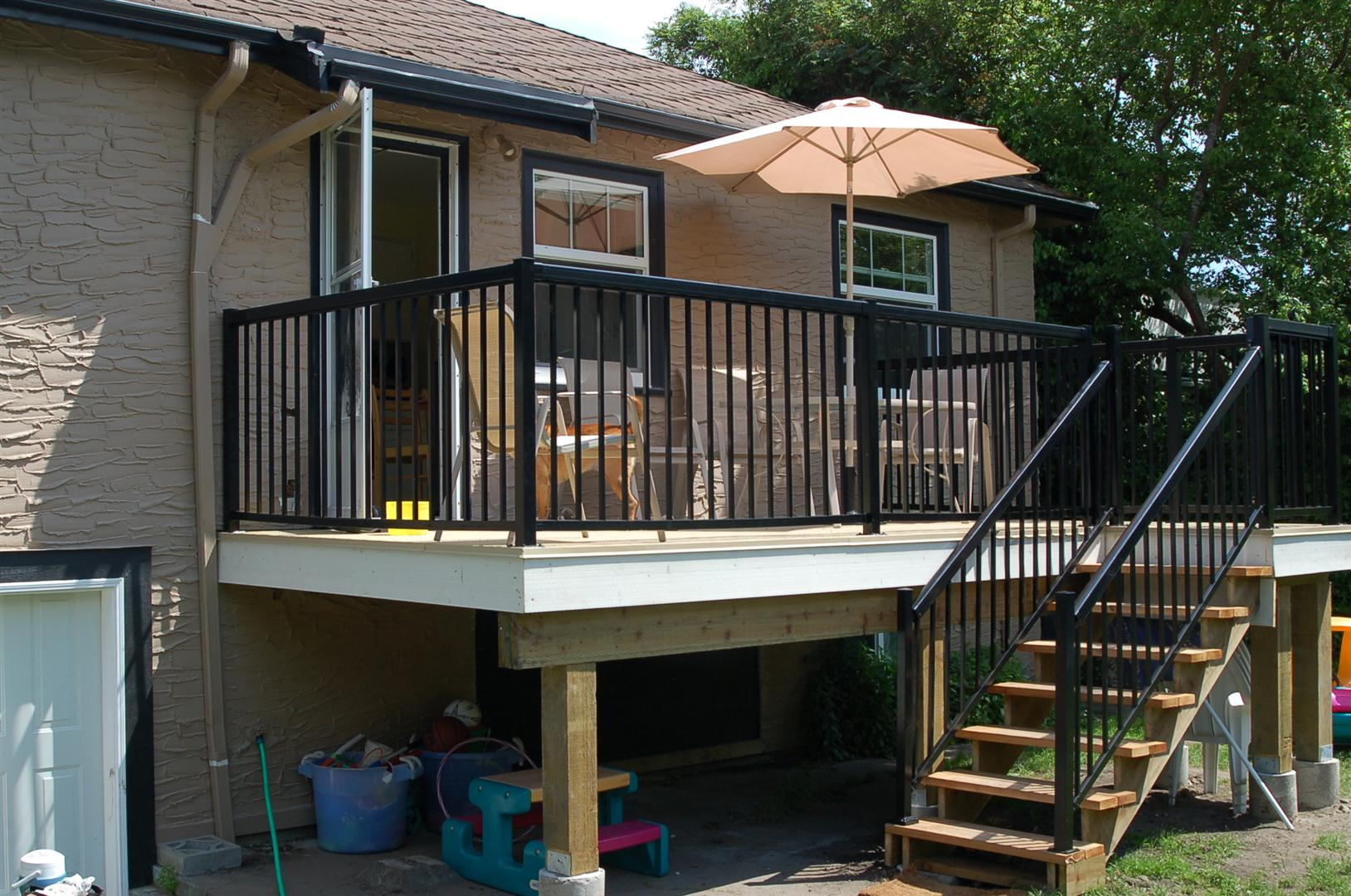 Deck With Aluminum Handrail ...